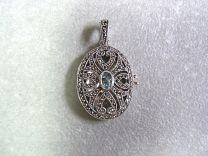 Medaillon ovaal met marcasiet en blauwe topaas.
