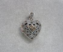 Medaillon hart zilver met markasietjes model ruit.