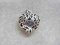Medaillon hart, opengewerkt donker zilver.