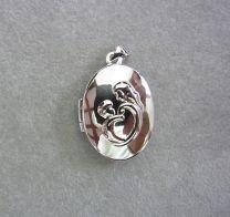 Ovaal zilveren medaillon met moeder en kindje